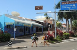 This Townsville Backpackers hostel is closest hostel to Greyhound bus and ferry terminal.About 500m to the beach or city center. :O>