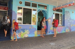 Can't miss the the Reef Lodge Backpackers with the brightly painted mural. We are only 500+ meters from the beach, ferry terminal and city center.